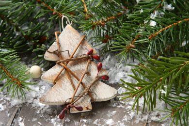 christmas-composition-with-christmas-tree-WDGX5J8-min